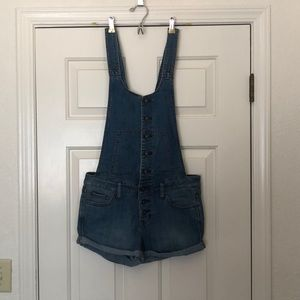 FREE PEOPLE overall shorts.